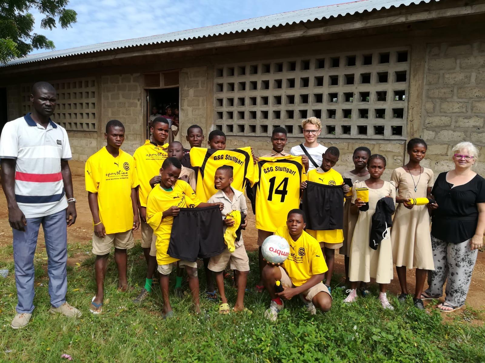 GSG Stuttgart spendet Trikots an Gehörlosen Kinder in Togo